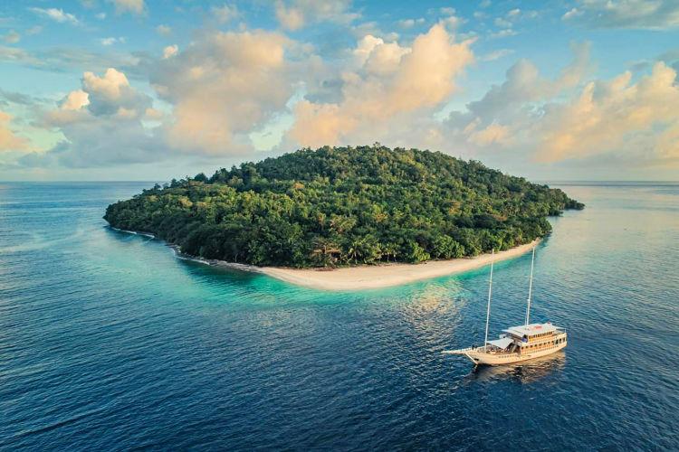 Sailing Bali
