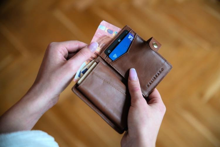 safe place to keep money while traveling