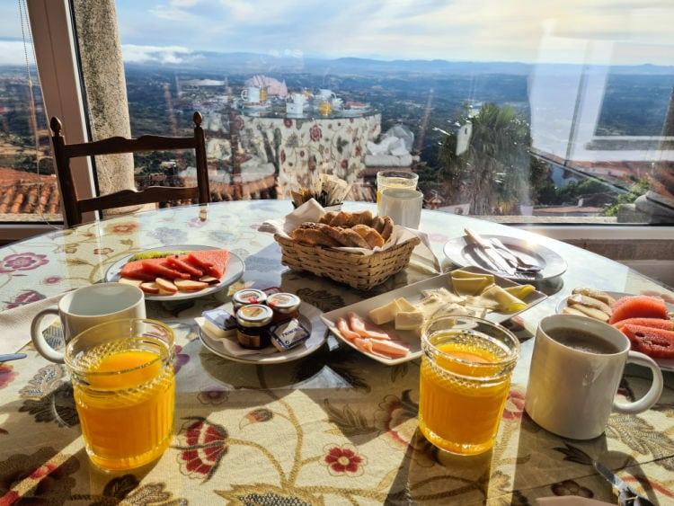 Desayuno con vistas en la Pousada de Marvão